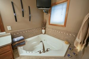 Jetted Tub300 Molly Ln Photo 15