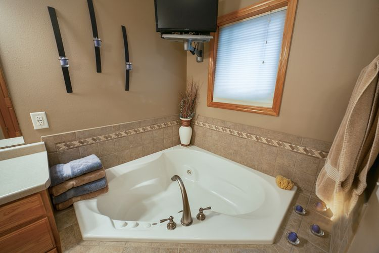 Jetted Tub Photo #15
