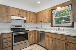 Kitchen5800 Pembroke Dr Photo 15
