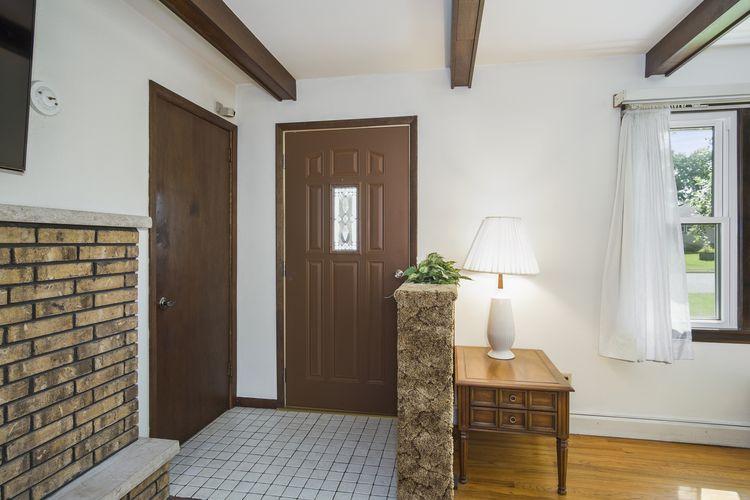 Foyer Photo #4