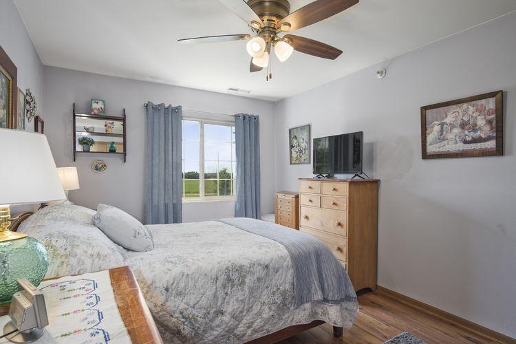 Bedroom Photo #14