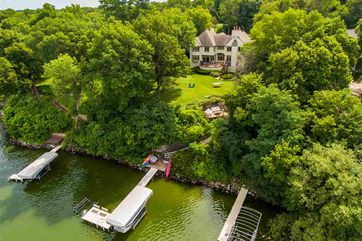 1077 Farwell Dr Maple Bluff, WI 53704 - Image