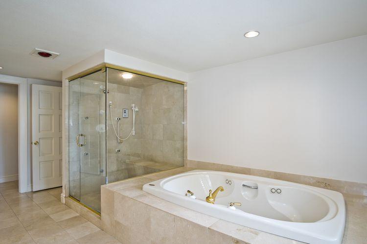 Main Bathroom Photo #23