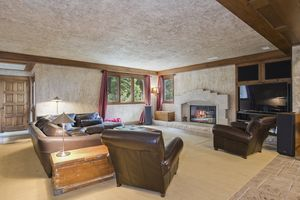 Family Room1077 Farwell Dr Photo 33