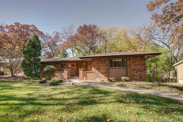 1602 Deerwood Dr Madison, WI 53716-1828 - Image