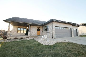 1005 21st St Prairie Du Sac, WI 53578-1067 - Image 1