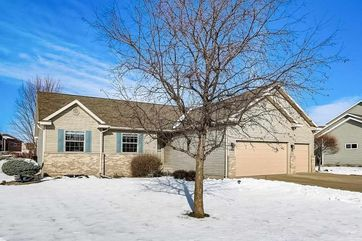 2024 Dakota Way Prairie Du Sac, WI 53578-2127 - Image 1