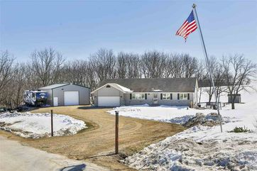10225 Spring Valley Dr Perry, WI 53572 - Image 1