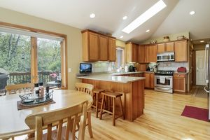 KitchenW9188 FORESTED RD Photo 7