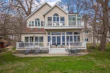 2233 Williams Point Dr Pleasant Springs, WI 53589 - Image 1