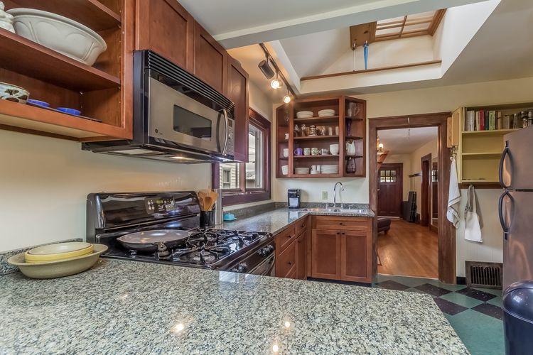 Kitchen w/Granite Photo #5