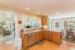 Kitchen2801 SUNFLOWER DR Photo 20