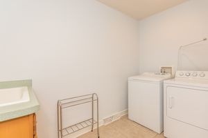 Laundry Room2801 SUNFLOWER DR Photo 44