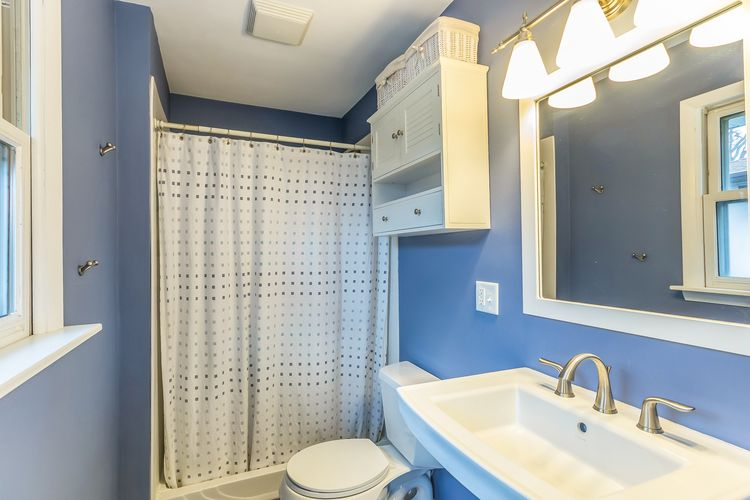 Bathroom Photo #18
