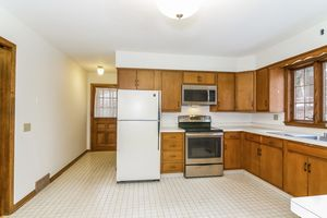 Kitchen1128 UNIVERSITY BAY DR Photo 13