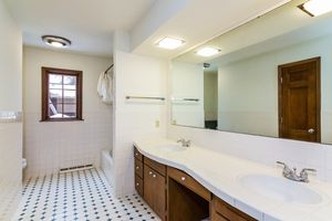 Bathroom1128 UNIVERSITY BAY DR Photo 24