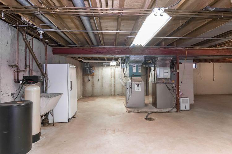 Utility Room Photo #26