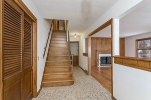 Foyer1128 UNIVERSITY BAY DR Photo 5