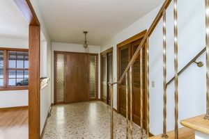Foyer1128 UNIVERSITY BAY DR Photo 6