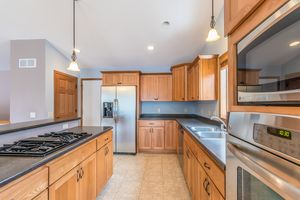 Kitchen874 SUMAC ST Photo 11