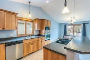 Kitchen874 SUMAC ST Photo 13