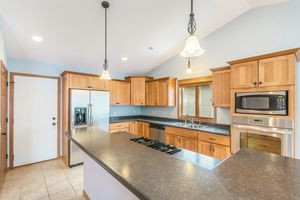 Kitchen874 SUMAC ST Photo 15