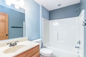 Bathroom874 SUMAC ST Photo 29