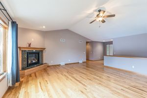 Living Room874 SUMAC ST Photo 6